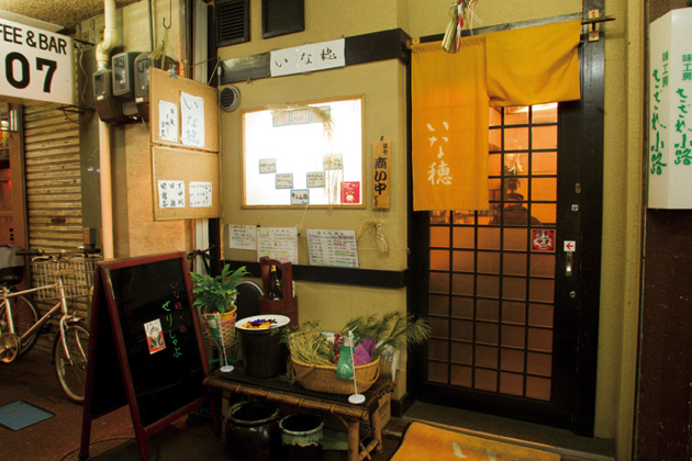 新幹線待ちの旅行客はもちろん、地元のファンでいつもにぎわう名掛丁センター街の政岡通り側の入口すぐ近くに暖簾を構える