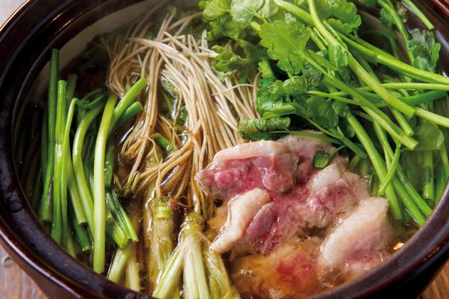 「仙台せり鍋」は、1人前からオーダー可能。たまごとご飯付きで1,500円。持ち帰りセットもある