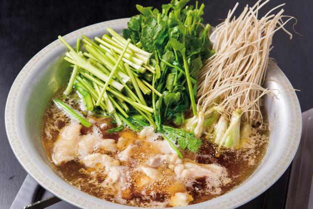 シンプルに素材の味を楽しむことができる「せり鍋」(2~3人前1,800円)。コース料理としても食べることができる