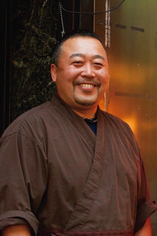 創業50年を超える地雷也を継いだ渡辺到さん。とても気さくな人柄で、笑顔も素敵!