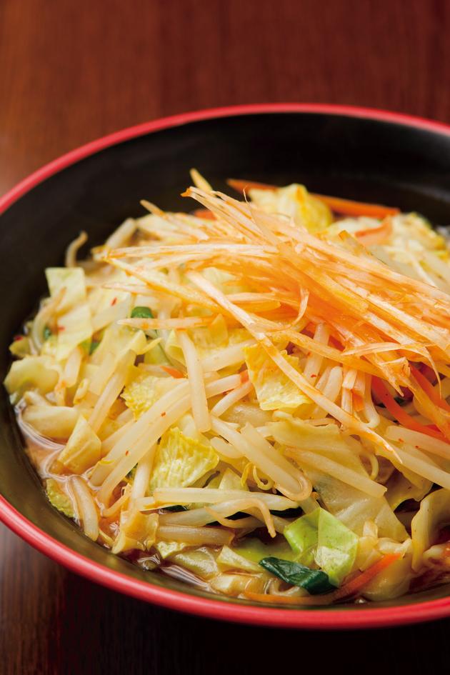 200gの野菜が入った「野菜たっぷり味噌ラーメン」(670円)は昼のみの提供