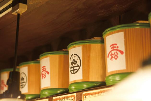 味噌ラーメンの味噌は、大河原で伝統の醸造味噌を製造する「玉松味噌醤油」の熟成味噌を使用