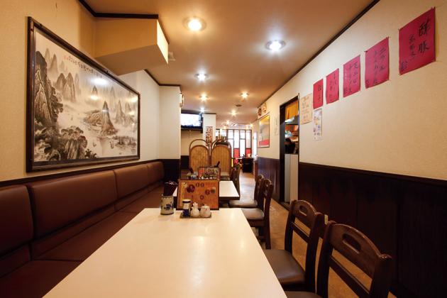 テーブル席のほか座敷も。本格的な中国料理のラインナップも豊富なので、ゆっくり楽しんで