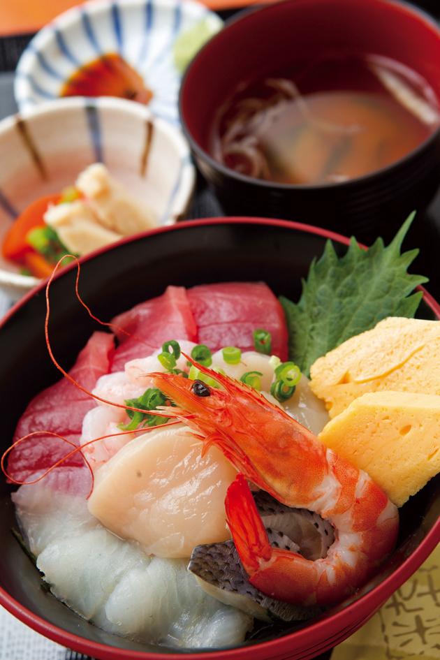 どーんと7種の海鮮が乗った贅沢な「ととびすと海鮮丼」(990円)