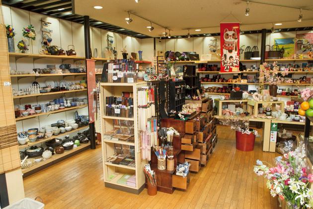 見ているだけでワクワクするような、かわいらしい雑貨がずらりと並ぶ店内。何を買うか、迷っちゃう!?
