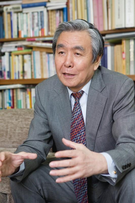 日本書店商業組合連合会副会長でもある藤原社長。本という文化への熱い情熱を語る