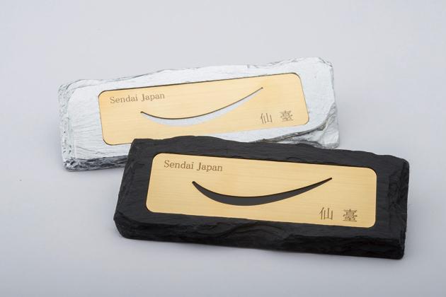 仙台・みやぎの伝統的手仕事と最先端の技術で作られている雄勝石「仙臺弦月ペーパーウェイト」