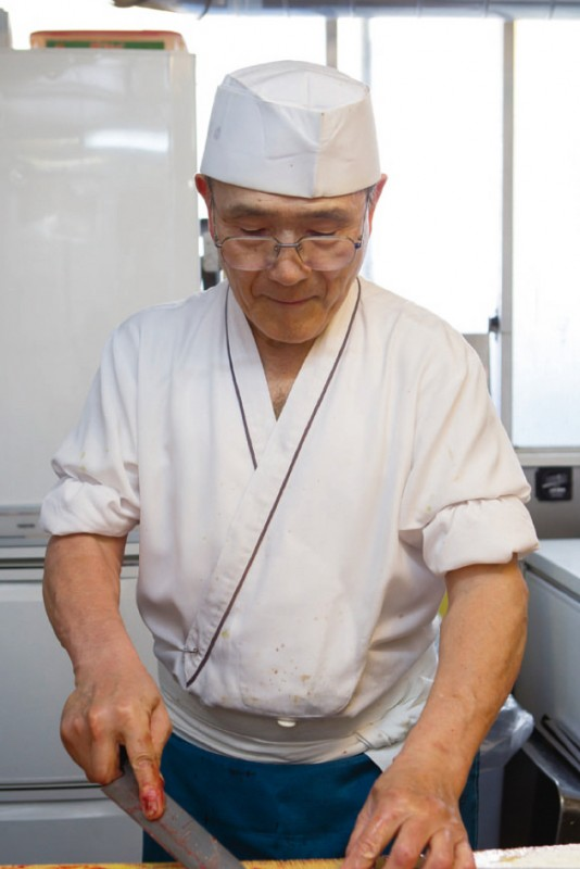 毎朝早くから厨房に立つという戸村さん