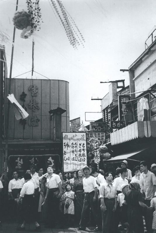 昭和28年(1953)に東一番町に面した下座一に移転開業した