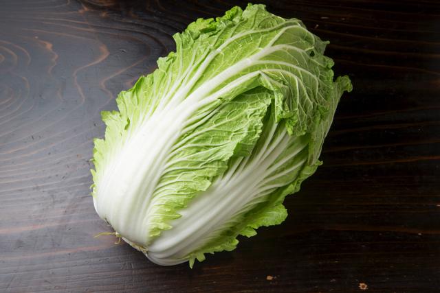 契約農家さんから直接仕入れているこだわりの仙台白菜。味も格別である