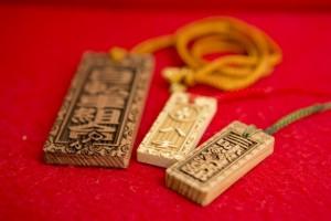 オリジナルで文字を入れることができる秋田杉で作った木札。オーダーも承りますとのこと