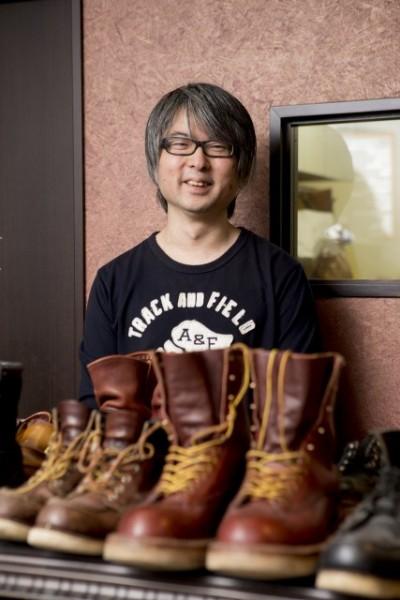 すでにこの道20年の鈴木さん。靴と靴の持ち主の気持ちがわかる職人である