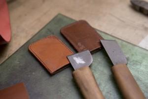 入社当時は包丁(素材を切るナイフ)の刃を研ぐことから修行が始まったとのこと