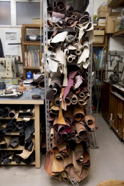 天然の革は年々価格も上がってきて、貴重な材料とのこと