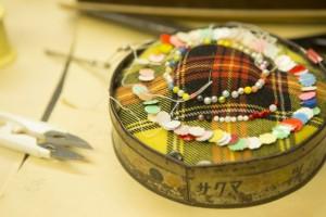 愛用の道具に囲まれて仕事をする店内は智佐子さんにとって居心地のよい空間