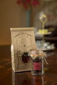 充実した焼き菓子コーナー。自家焙煎コーヒー豆のBabyBotttleベビーボトルはプレゼントにも最適!