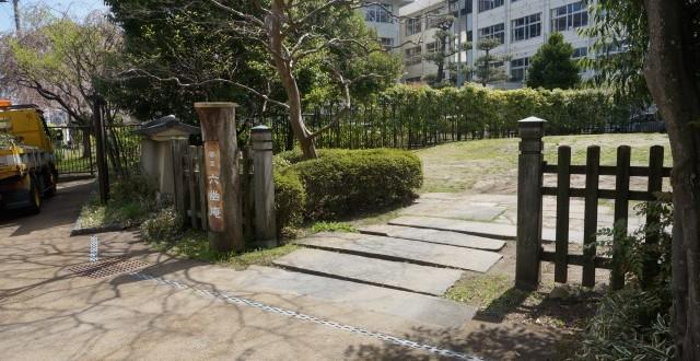 幽玄な雰囲気が漂う「六幽庵(りくゆうあん)」入口