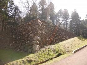 登城路途中にある「清水門跡の石垣」