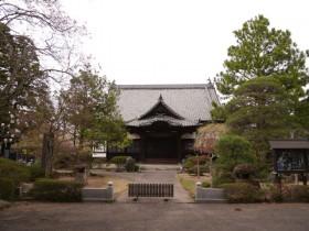 静かなたたずまいの光明寺本堂