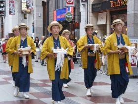 浴衣に祭り袢纏・カンカン帽と粋な姿の旦那衆