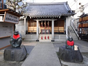 申・未が守り本尊の境内には銅像が置かれている
