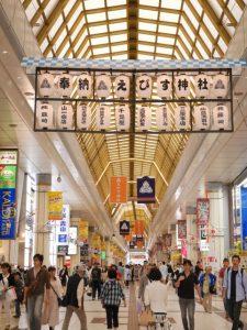えびす神社の提灯と幕でお祭り感満載の7月のおおまち商店街